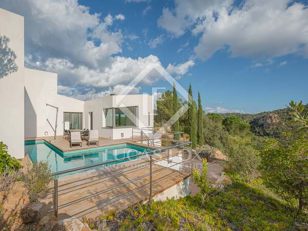 4-bedroom villa to buy near golf club, Santa Cristina D'Aro