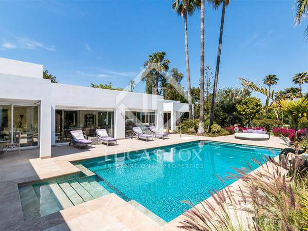 560m² House / Villa for sale in New Golden Mile
