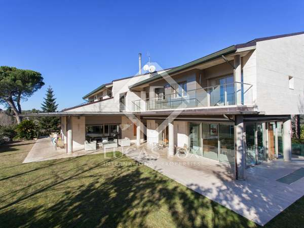 Huis / Villa van 1,238m² te koop in Sant Cugat, Barcelona
