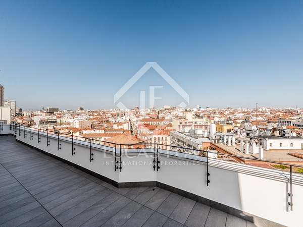 207m² Penthouse with 100m² terrace for sale in Sol, Madrid
