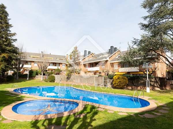 Casa / Villa de 258m² con 35m² de jardín en venta en Sant Cugat