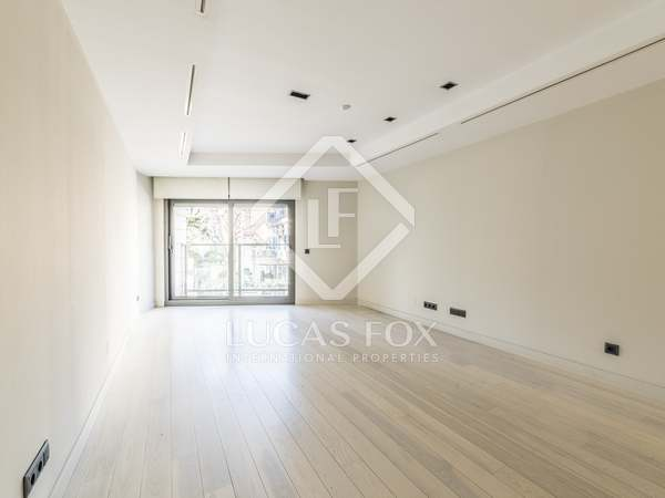 147 m² apartment for rent in Almagro, Madrid