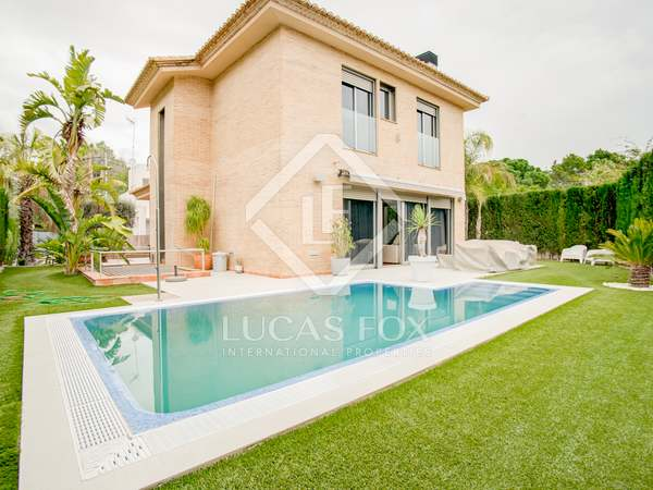 300m² House / Villa for sale in Godella / Rocafort