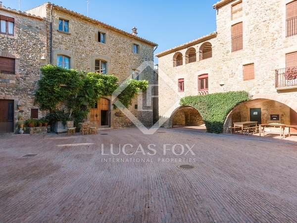 Hotel to buy near the Costa Brava in Girona province