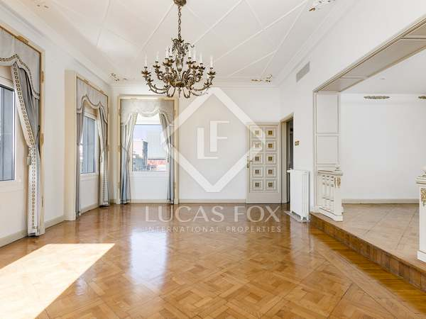 Large 4-bedroom penthouse for rent on Passeig de Gracia