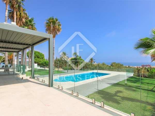 Huis / Villa van 350m² te koop met 2,628m² Tuin in Estepona