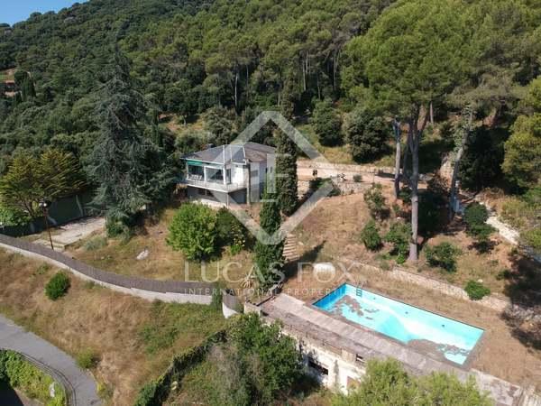 Дом / Вилла 300m² на продажу в Вальроманес, Барселона