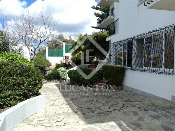 Traditional style home for sale in Cruz Quebrada-Dafundo