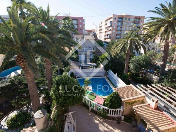 Front line townhouse for sale in Valencia city on the beach