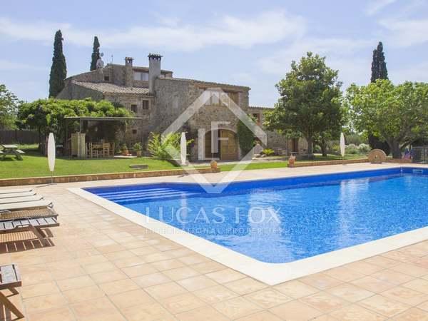 Masia de 800m² en venda a Baix Empordà, Girona
