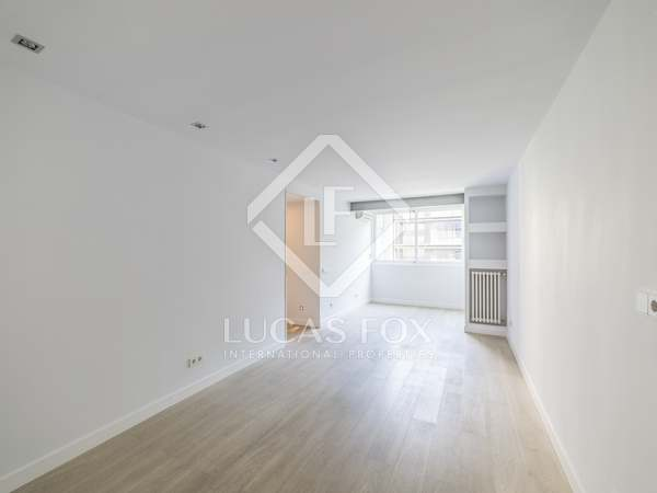 100 m² apartment for rent in Almagro, Madrid