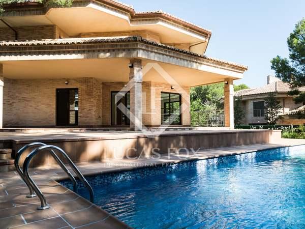 Huis / Villa van 676m² te koop met 60m² terras in La Eliana