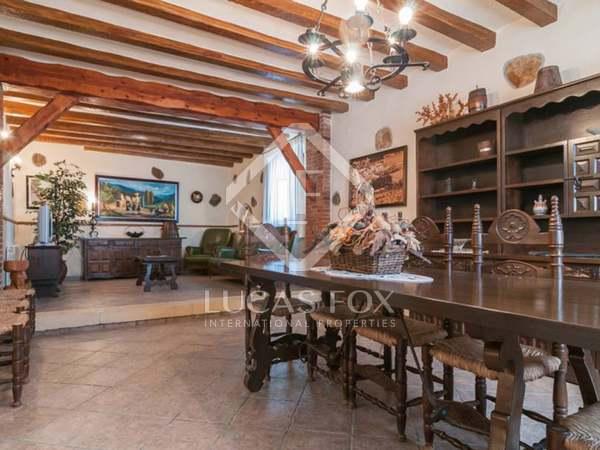 Landhuis van 1,000m² te koop in Calafell, Tarragona