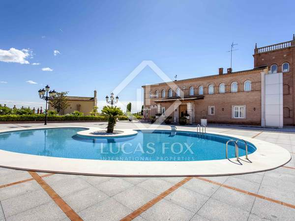 Country house for sale in Valencia with a pool and views