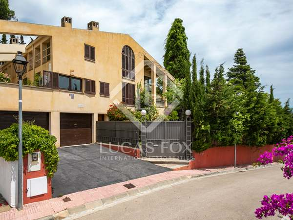 582m² House / Villa for sale in Alella, Maresme