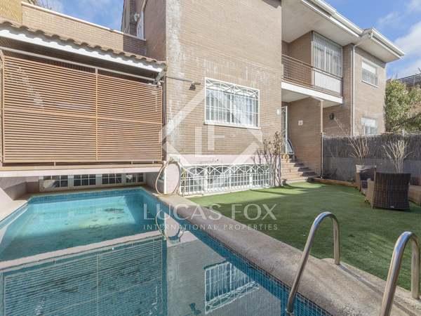 Huis / Villa van 380m² te koop met 187m² Tuin in Aravaca