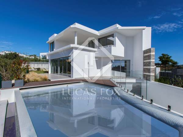 334 m² villa with 108 m² terrace for sale in East Marbella