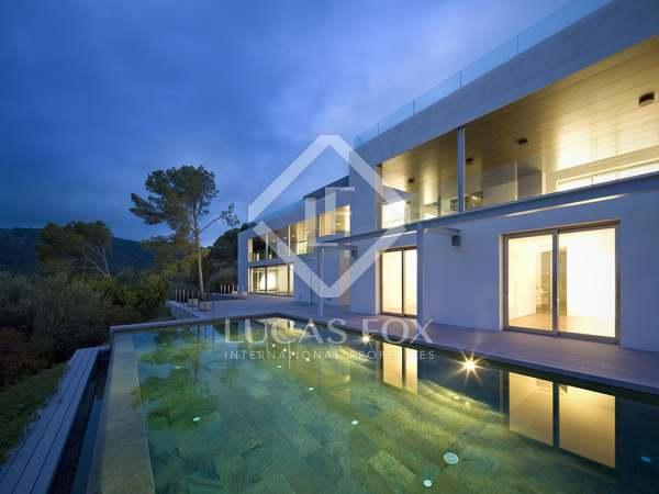 Villa de luxe à vendre à Son Vida, à Majorque, offrant des vues sur la mer.