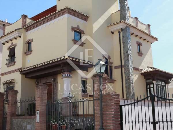 Huis / Villa van 260m² te koop in Axarquia, Malaga