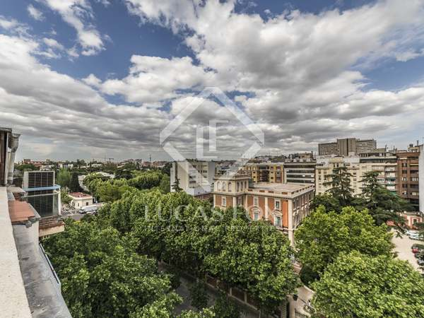 264m² Penthouse with 35m² terrace for sale in Castellana