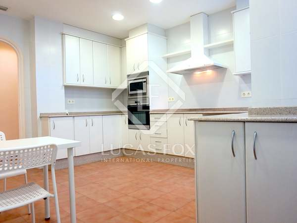 152m² Apartment with 12m² terrace for rent in Gran Vía