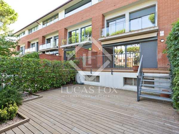 Huis / Villa van 240m² te huur met 25m² terras in Gavà Mar