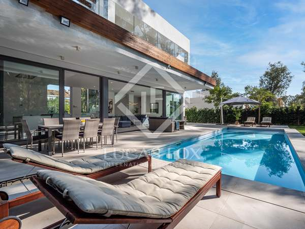 Huis / Villa van 336m² te koop met 130m² terras in Estepona