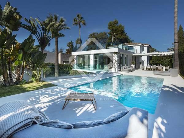 Huis / Villa van 298m² te koop met 390m² terras in Nueva Andalucía