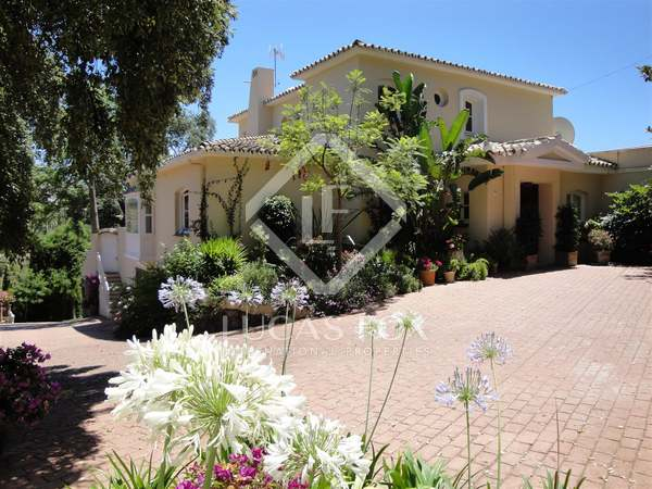 Luxury villa for sale in El Madroñal, southern Spain