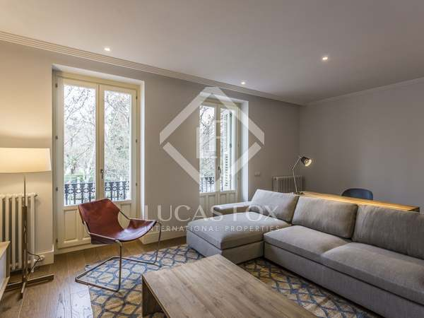 165 m² apartment for rent in Cortes / Huertas, Madrid