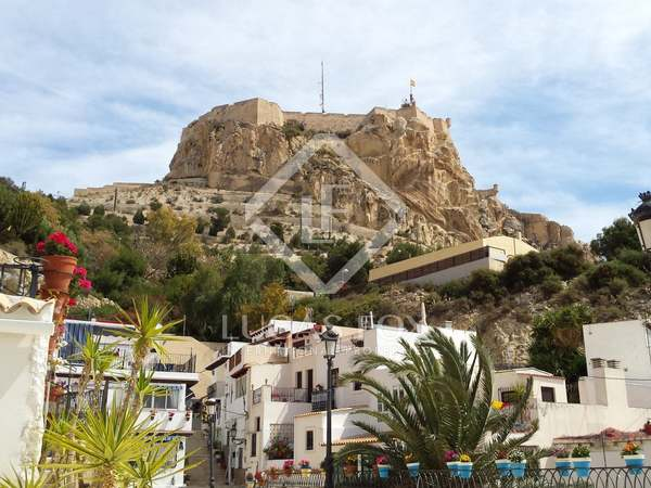 140m² Building for sale in Alicante ciudad, Alicante