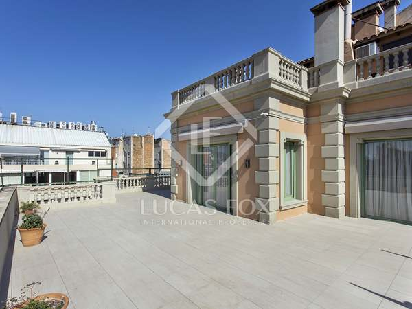 260m² Penthouse with 150m² terrace for rent in Eixample Right