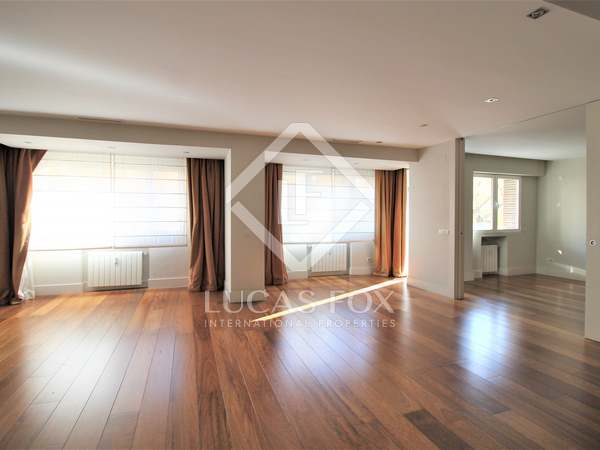 225m² apartment for sale in Almagro, Madrid