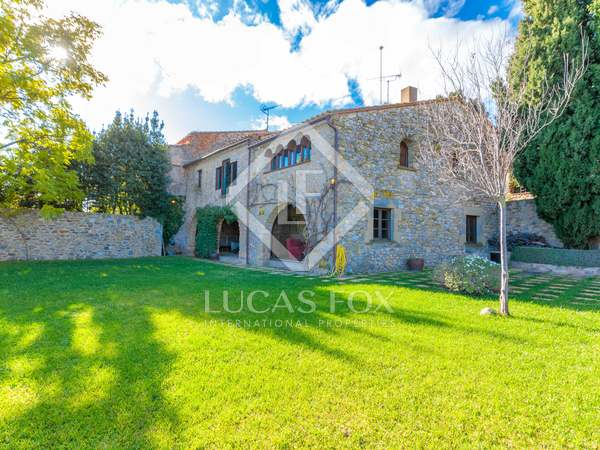 352m² Country house with 490m² garden for sale in Baix Empordà
