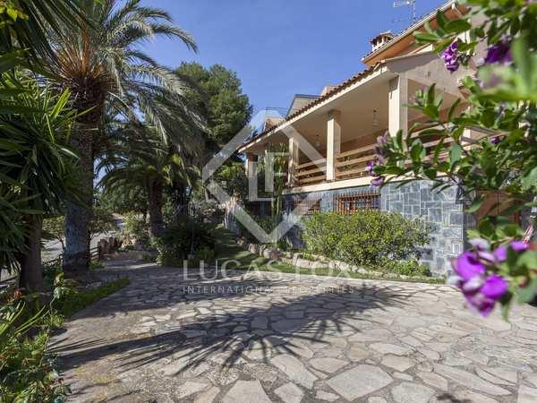 Huis / Villa van 283m² te koop met 834m² Tuin in Los Monasterios