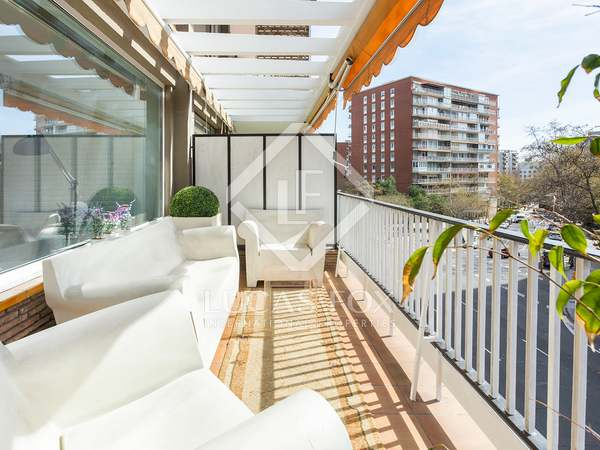174m² Apartment with 14m² terrace for sale in Turó Park