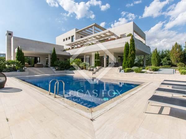 970m² House / Villa for rent in Aravaca, Madrid
