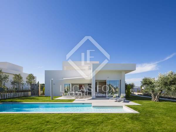 231m² House / Villa with 48m² terrace for sale in Alicante ciudad