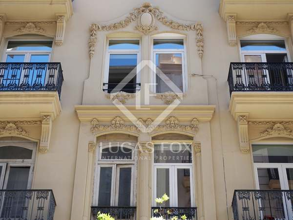 Large apartment for sale in the attractive Eixample area
