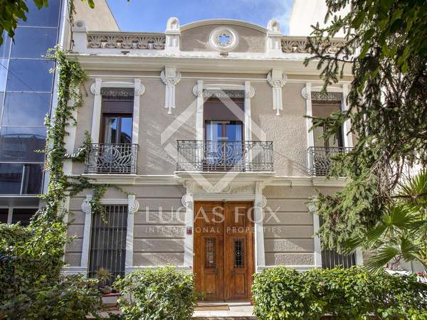 300m² House / Villa with 50m² terrace for rent in Ciudad de las Ciencias
