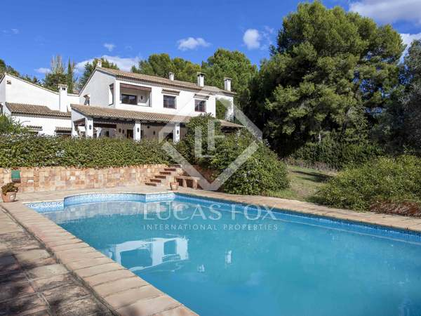 271 m² house with 2,500 m² garden for sale in El Bosque