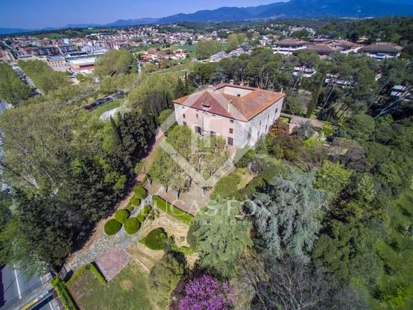 Château / Palais de 2,500m² a vendre à Maresme Campagne