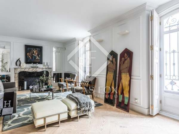 273m² Apartment for sale in Almagro, Madrid