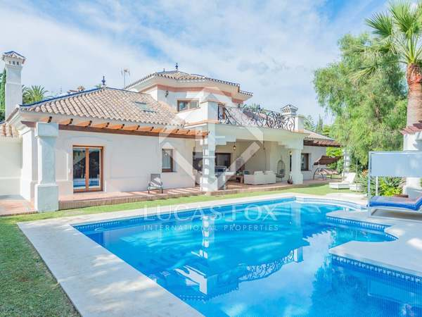 594m² House / Villa with 1,550m² garden for sale in Nueva Andalucía