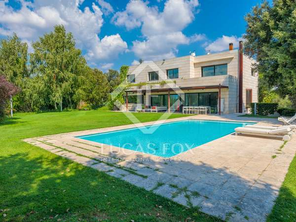 635m² House / Villa with 1,750m² garden for sale in El Gironés