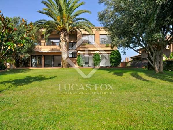 Дом / Вилла 425m² на продажу в Бланес, Коста Брава