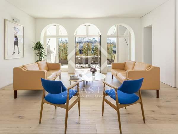 Ático con 77 m² de terraza en venta en Eixample Derecho