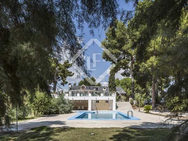 436m² House / Villa for sale in Alicante ciudad, Alicante