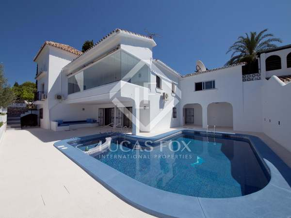 Villa for sale in El Paraíso, Estepona