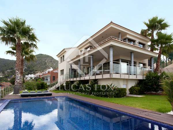Modern villa for sale in Montgavina, Sitges